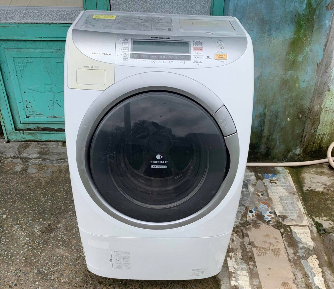 Máy giặt cũ Panasonic NA-VR5500L